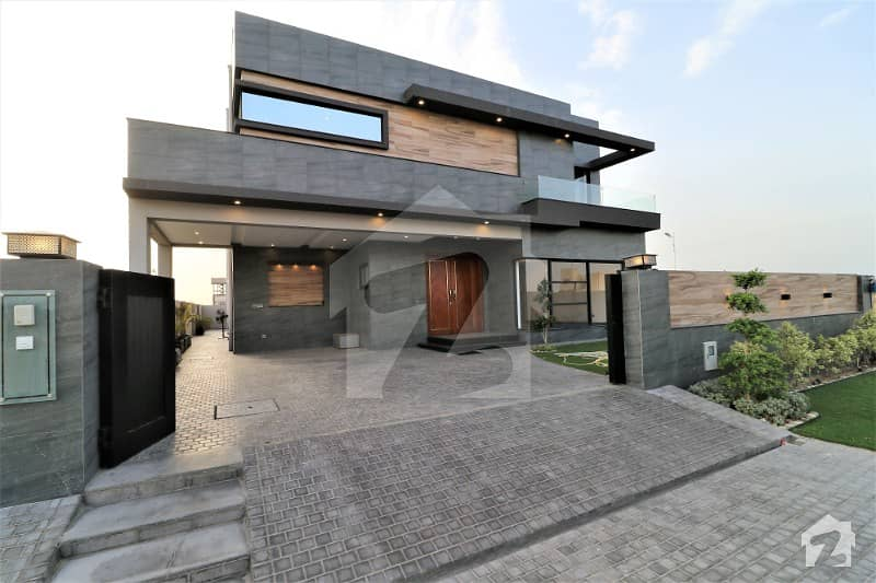 Close To Main Road Prime Location Superb 1 Kanal Luxury Bungalow For Sale