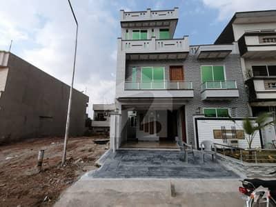 جی ۔ 13/2 جی ۔ 13 اسلام آباد میں 5 کمروں کا 8 مرلہ مکان 3.1 کروڑ میں برائے فروخت۔