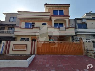 جی ۔ 13/4 جی ۔ 13 اسلام آباد میں 6 کمروں کا 11 مرلہ مکان 4 کروڑ میں برائے فروخت۔