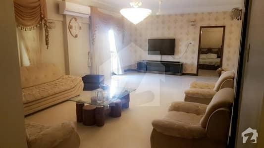 کلفٹن ۔ بلاک 5 کلفٹن کراچی میں 4 کمروں کا 12 مرلہ فلیٹ 4.5 کروڑ میں برائے فروخت۔