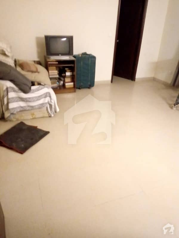 ڈی ایچ اے فیز 7 ڈی ایچ اے کراچی میں 2 کمروں کا 1 کنال بالائی پورشن 58 ہزار میں کرایہ پر دستیاب ہے۔