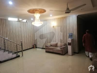 1 Kanal 4 Years Used Triple Storey Corner House For Sale