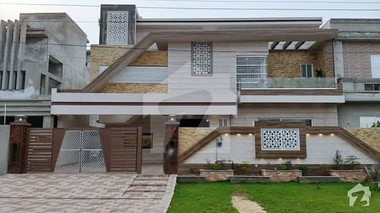ویلینشیاء ہاؤسنگ سوسائٹی لاہور میں 5 کمروں کا 1 کنال مکان 4.35 کروڑ میں برائے فروخت۔
