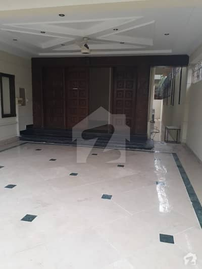 F-7/2 Good Location Triple Storey House For Sale Size 500 Sq Yards Dead End Street