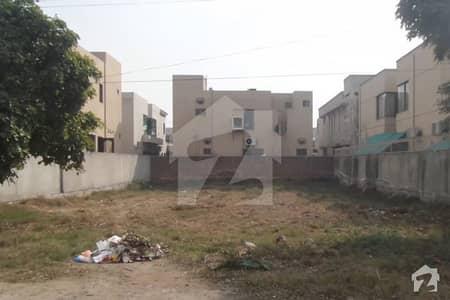 ڈی ایچ اے فیز 3 - بلاک وائے فیز 3 ڈیفنس (ڈی ایچ اے) لاہور میں 2 کنال رہائشی پلاٹ 14 کروڑ میں برائے فروخت۔