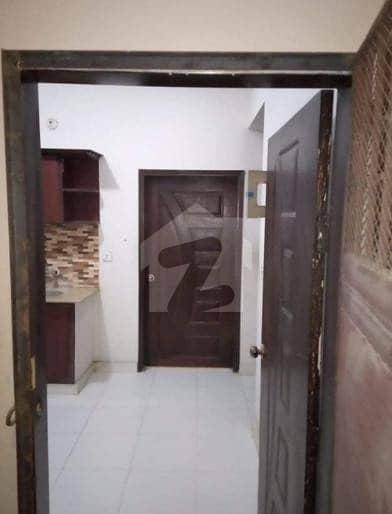 یاسین آباد گلبرگ ٹاؤن کراچی میں 2 کمروں کا 4 مرلہ فلیٹ 48 لاکھ میں برائے فروخت۔