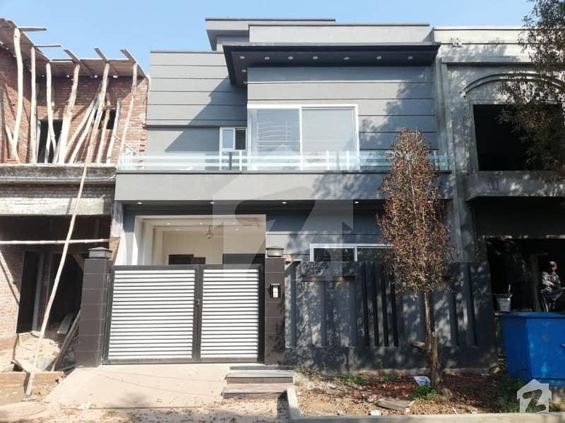 سٹی ہاؤسنگ سوسائٹی - بلاک اے سٹی ہاؤسنگ سوسائٹی سیالکوٹ میں 3 کمروں کا 5 مرلہ مکان 1.05 کروڑ میں برائے فروخت۔