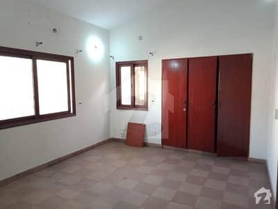 باتھ آئی لینڈ کراچی میں 4 کمروں کا 10 مرلہ مکان 1.5 لاکھ میں کرایہ پر دستیاب ہے۔