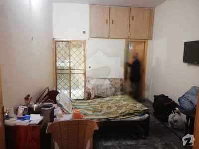 جوہر ٹاؤن فیز 2 - بلاک ایچ1 جوہر ٹاؤن فیز 2 جوہر ٹاؤن لاہور میں 2 کمروں کا 5 مرلہ زیریں پورشن 25 ہزار میں کرایہ پر دستیاب ہے۔