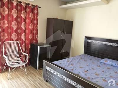 سرفراز رفیقی روڈ کینٹ لاہور میں 1 کمرے کا 2 کنال کمرہ 16 ہزار میں کرایہ پر دستیاب ہے۔