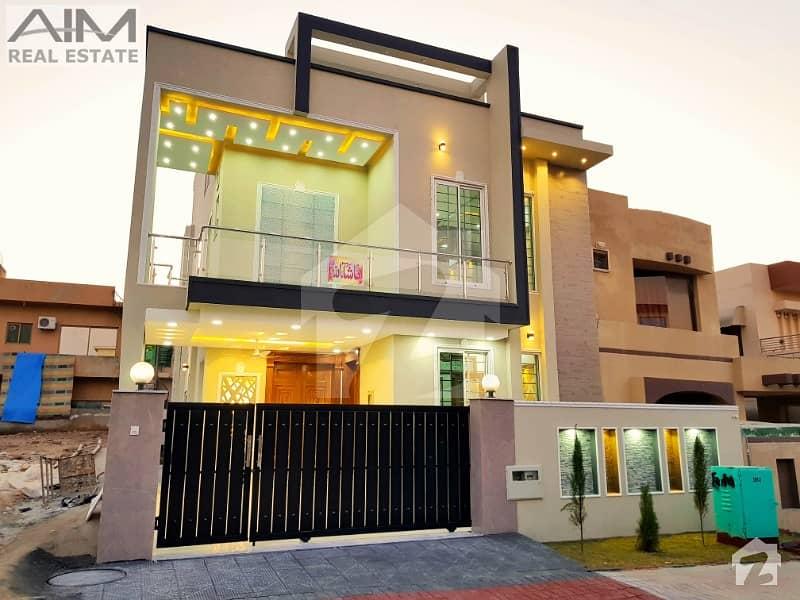 بحریہ ٹاؤن اسلام آباد میں 5 کمروں کا 10 مرلہ مکان 2.8 کروڑ میں برائے فروخت۔