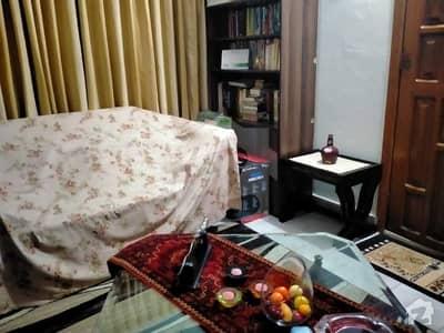 جی ۔ 8 اسلام آباد میں 3 کمروں کا 6 مرلہ فلیٹ 90 لاکھ میں برائے فروخت۔