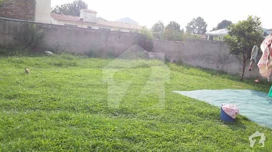 مین مانسہرہ روڈ ایبٹ آباد میں 2.75 کنال کمرشل پلاٹ 4.4 کروڑ میں برائے فروخت۔