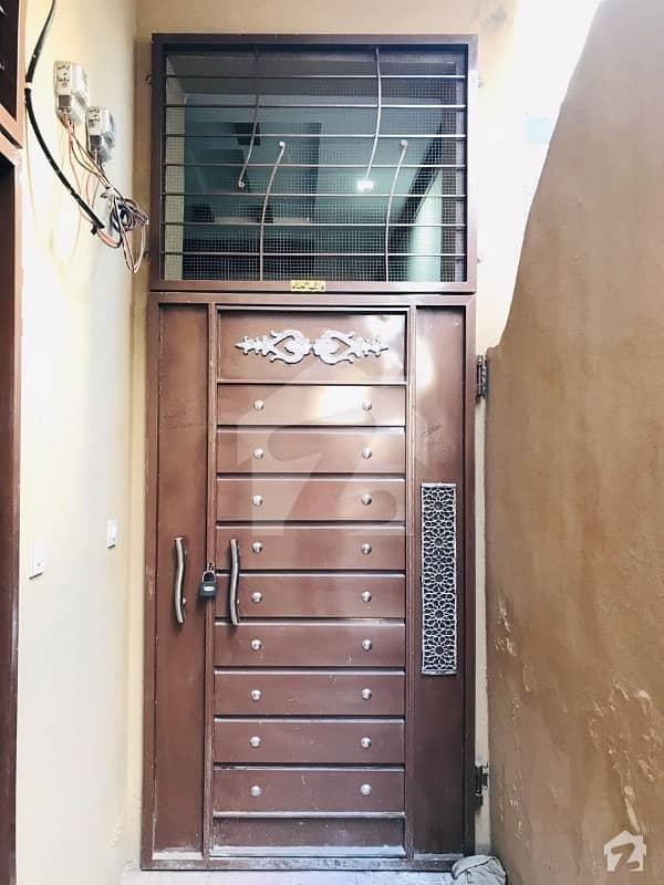 سمن آباد لاہور میں 4 کمروں کا 2 مرلہ مکان 49 لاکھ میں برائے فروخت۔