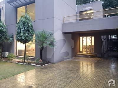 گلبرگ 3 گلبرگ لاہور میں 4 کمروں کا 1 کنال مکان 2 لاکھ میں کرایہ پر دستیاب ہے۔