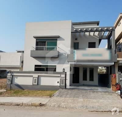 بحریہ ٹاؤن فیز 8 ۔ بلاک سی بحریہ ٹاؤن فیز 8 بحریہ ٹاؤن راولپنڈی راولپنڈی میں 5 کمروں کا 10 مرلہ مکان 2.2 کروڑ میں برائے فروخت۔