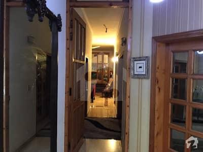 گلبرگ لاہور میں 8 کمروں کا 1.2 کنال مکان 3 لاکھ میں کرایہ پر دستیاب ہے۔