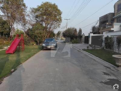 ازمیر ٹاؤن ۔ بلاک ایچ ازمیر ٹاؤن لاہور میں 4 کمروں کا 1 کنال مکان 2.85 کروڑ میں برائے فروخت۔