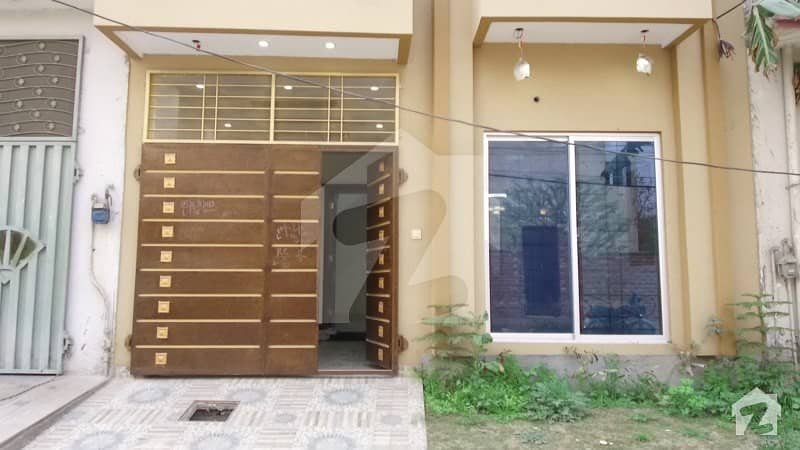 پنجاب سمال انڈسٹریز کالونی لاہور میں 3 کمروں کا 4 مرلہ مکان 80 لاکھ میں برائے فروخت۔