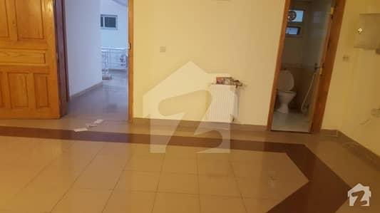 ایف ۔ 11 اسلام آباد میں 2 کمروں کا 12 مرلہ فلیٹ 1.75 کروڑ میں برائے فروخت۔