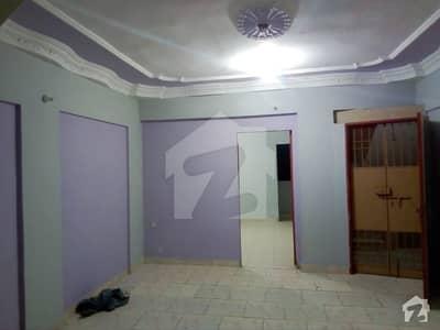 لیاقت آباد کراچی میں 2 کمروں کا 2 مرلہ بالائی پورشن 18 لاکھ میں برائے فروخت۔