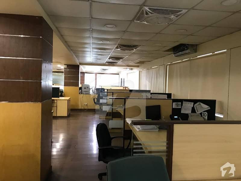 کلفٹن ۔ بلاک 9 کلفٹن کراچی میں 8 مرلہ دفتر 5.5 کروڑ میں برائے فروخت۔