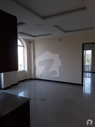 بحریہ ٹاؤن ٹیولپ بلاک بحریہ ٹاؤن سیکٹر سی بحریہ ٹاؤن لاہور میں 1 کمرے کا 2 مرلہ کمرہ 12 ہزار میں کرایہ پر دستیاب ہے۔