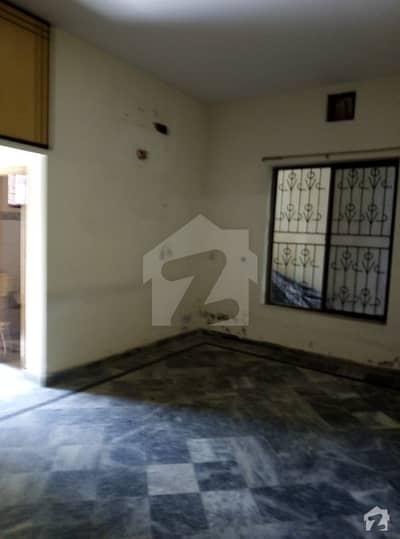 محافظ ٹاؤن فیز 1 محافظ ٹاؤن لاہور میں 2 کمروں کا 10 مرلہ زیریں پورشن 33 ہزار میں کرایہ پر دستیاب ہے۔
