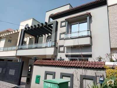 بحریہ ٹاؤن ۔ بلاک سی سی بحریہ ٹاؤن سیکٹرڈی بحریہ ٹاؤن لاہور میں 5 کمروں کا 10 مرلہ مکان 2.15 کروڑ میں برائے فروخت۔