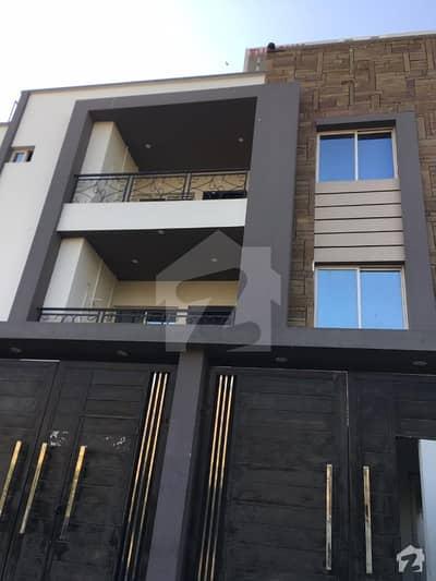 خالد بِن ولید روڈ کراچی میں 4 کمروں کا 10 مرلہ بالائی پورشن 2.8 کروڑ میں برائے فروخت۔