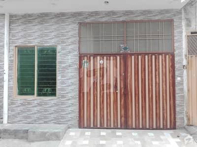 شیرشاہ کالونی - راؤنڈ روڈ لاہور میں 1 کمرے کا 3 مرلہ زیریں پورشن 15 ہزار میں کرایہ پر دستیاب ہے۔