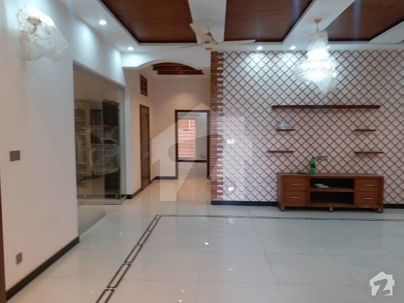 DHA Phase 1 Kanal Beautiful Upper Portion Best Location For Rent