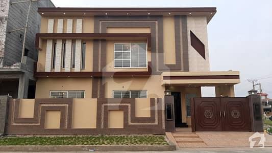 ویلینشیاء ۔ بلاک ایچ1 ویلینشیاء ہاؤسنگ سوسائٹی لاہور میں 5 کمروں کا 10 مرلہ مکان 2.35 کروڑ میں برائے فروخت۔