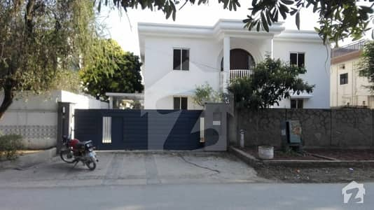 666 Yard Beautiful  House 5 bedroom For Rent