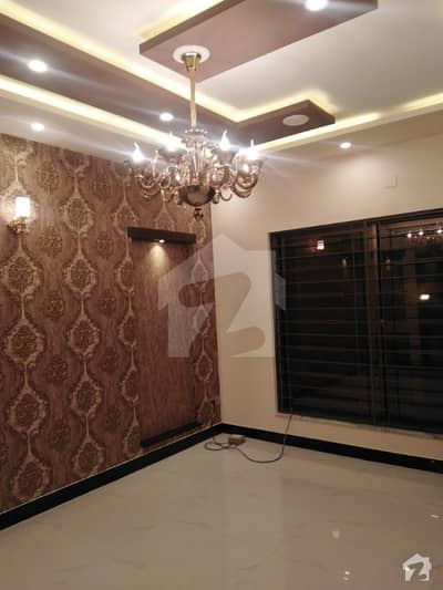 علامہ اقبال ٹاؤن ۔ گلشن بلاک علامہ اقبال ٹاؤن لاہور میں 7 کمروں کا 10 مرلہ مکان 3.7 کروڑ میں برائے فروخت۔