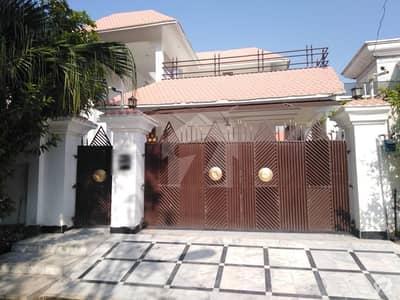 ڈیفینس آفیسر کالونی پشاور میں 7 کمروں کا 1.2 کنال مکان 7.5 کروڑ میں برائے فروخت۔