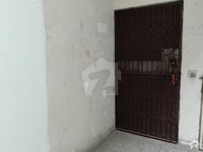 مون مارکیٹ علامہ اقبال ٹاؤن لاہور میں 2 کمروں کا 4 مرلہ فلیٹ 30 لاکھ میں برائے فروخت۔