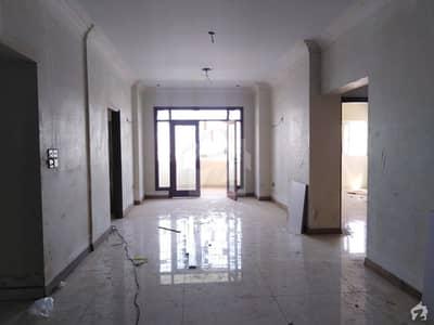 شہید ملت روڈ کراچی میں 4 کمروں کا 11 مرلہ فلیٹ 3.35 کروڑ میں برائے فروخت۔