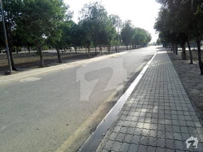 بحریہ ٹاؤن ۔ بلاک ای ای بحریہ ٹاؤن سیکٹرڈی بحریہ ٹاؤن لاہور میں 1 کنال پلاٹ فائل 35 لاکھ میں برائے فروخت۔