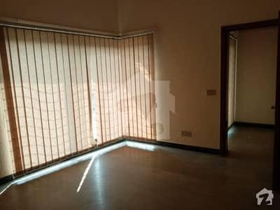 ڈی ایچ اے فیز 3 ڈیفنس (ڈی ایچ اے) لاہور میں 3 کمروں کا 1 کنال بالائی پورشن 55 ہزار میں کرایہ پر دستیاب ہے۔