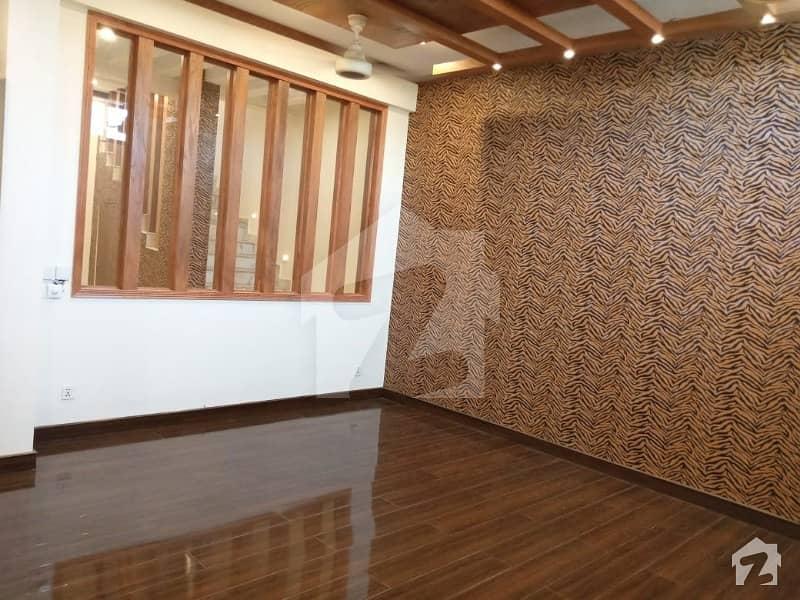 ڈی ایچ اے فیز 7 ڈی ایچ اے کراچی میں 4 کمروں کا 4 مرلہ مکان 4 کروڑ میں برائے فروخت۔
