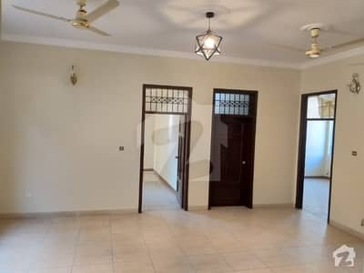 555 Sq Yard Single Storey House Is Available For Sale