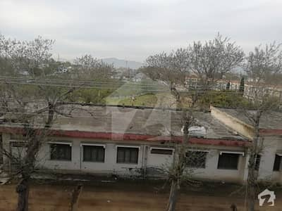 آئی ۔ 10/4 آئی ۔ 10 اسلام آباد میں 4 کمروں کا 6 مرلہ مکان 1.6 کروڑ میں برائے فروخت۔