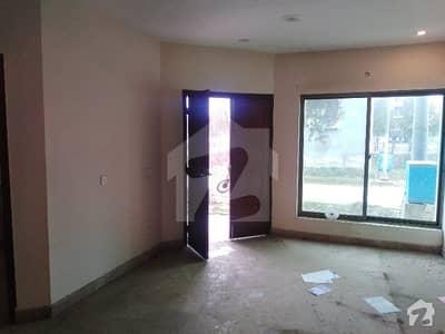 داؤد ریذیڈنسی ہاؤسنگ سکیم ڈیفینس روڈ لاہور میں 2 کمروں کا 3 مرلہ فلیٹ 18 ہزار میں کرایہ پر دستیاب ہے۔