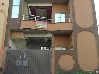 ایڈن بولیوارڈ ہاؤسنگ سکیم کالج روڈ لاہور میں 5 کمروں کا 5 مرلہ مکان 1.05 کروڑ میں برائے فروخت۔