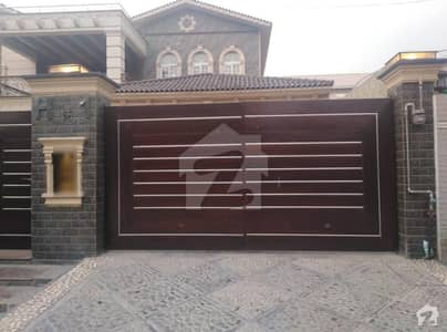 کینٹ پشاور میں 7 کمروں کا 1.75 کنال مکان 25.5 کروڑ میں برائے فروخت۔