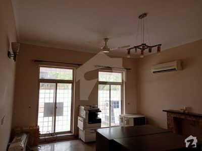 اَپر مال لاہور میں 4 کمروں کا 15 مرلہ مکان 1.5 لاکھ میں کرایہ پر دستیاب ہے۔