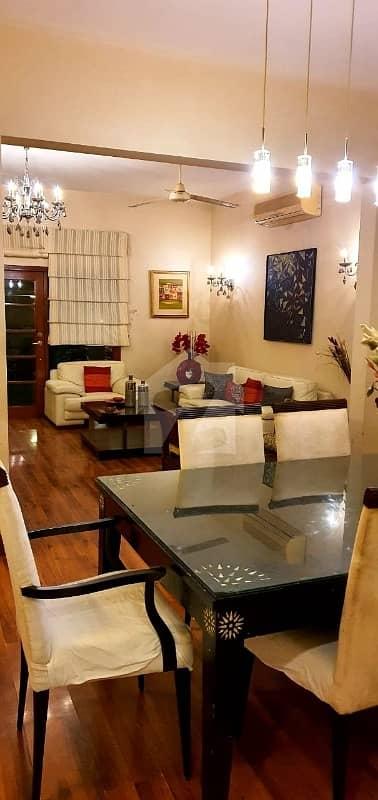عسکری 4 گلستانِ جوہر کراچی میں 5 کمروں کا 1 کنال مکان 11.5 کروڑ میں برائے فروخت۔