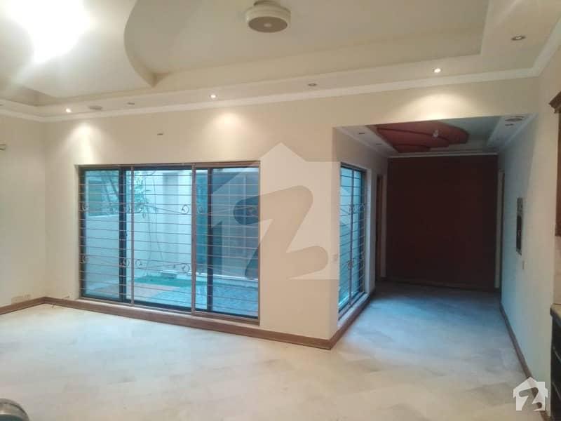 اسٹیٹ لائف فیز 1 - بلاک سی اسٹیٹ لائف ہاؤسنگ فیز 1 اسٹیٹ لائف ہاؤسنگ سوسائٹی لاہور میں 5 کمروں کا 1 کنال مکان 3.15 کروڑ میں برائے فروخت۔