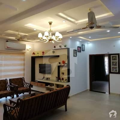 13 Marla Corner Luxury Fully Furnished Upper Portion For Rent